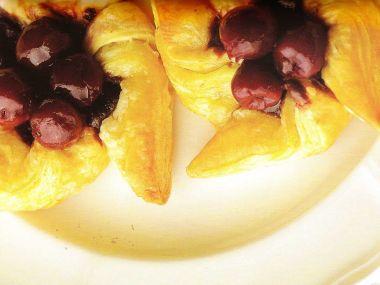 Větrníčky s čokoládou a višněmi