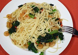 Krevety s kadeřavou kapustou a špagetami recept