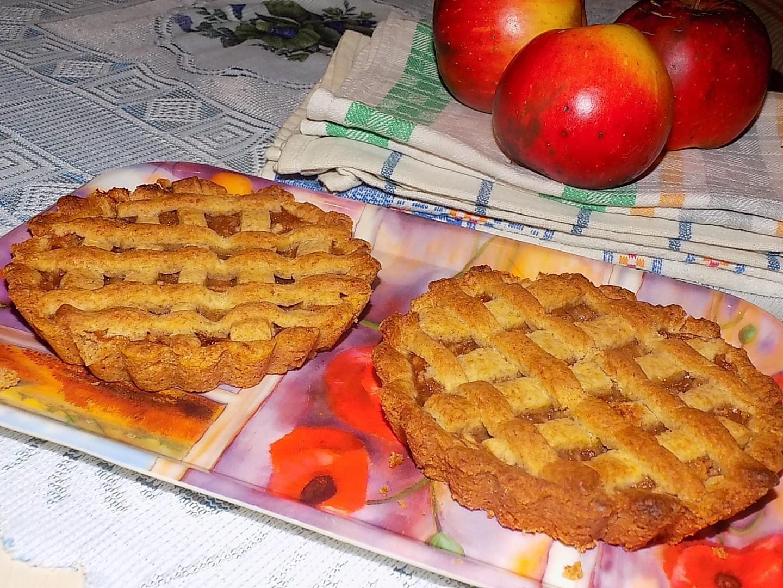 Mini koláčky z lineckého těsta s marmeládovo-jablečnou směsí ...