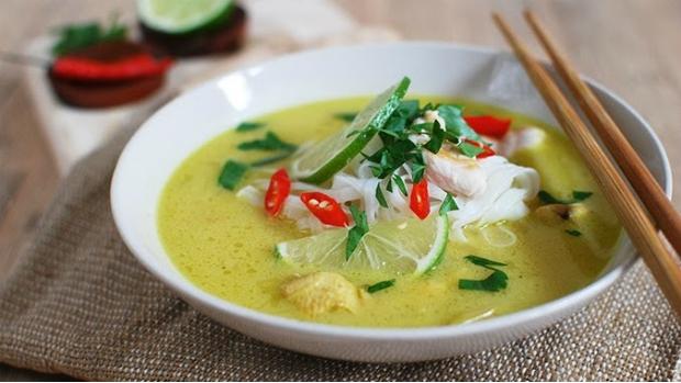Kuřecí polévka v thajském stylu