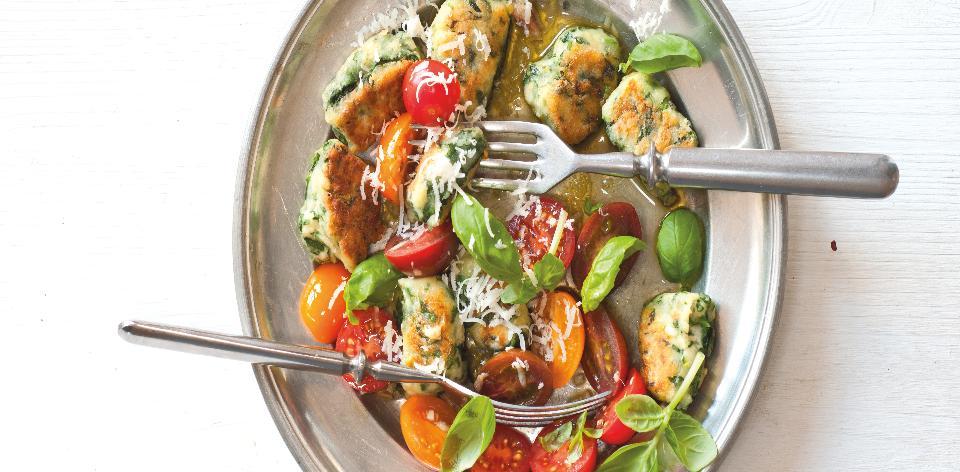 Špenátovo-tvarohové knedlíčky s rajčatovou salsou