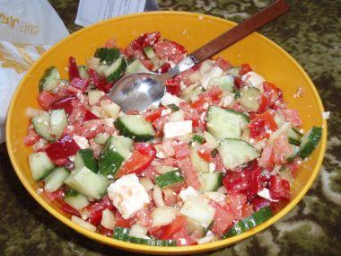 Salát z rajčat s balkánským sýrem