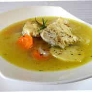 Lehká rybí polévka s bramborem a bylinkami recept