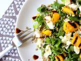 Salát s grilovaným mangem a mozzarellou recept