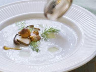Kyselica s bílými hříbky