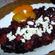 Dušené zelí s klobásou a balkánským sýrem recept