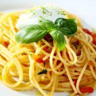 Špagety s rajčaty a ovčím sýrem recept