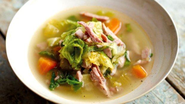 Jarní zeleninová polévka s vepřovým masem
