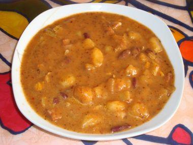 Gulášová polévka z kotrče