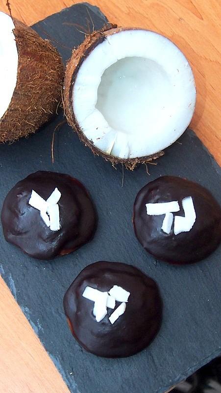 Kokosové koláčky s višněmi recept