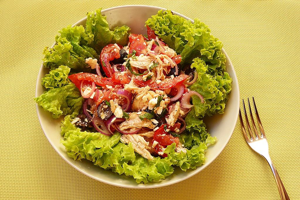 Skorořecký kuřecí salát s rajčaty recept