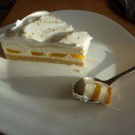 Nepečený dort s broskvemi recept