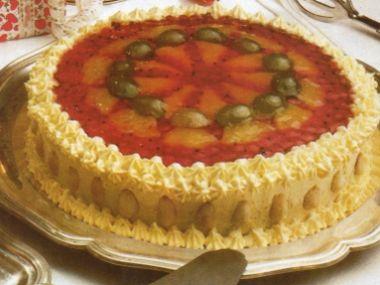 Mandlový dort s ovocem