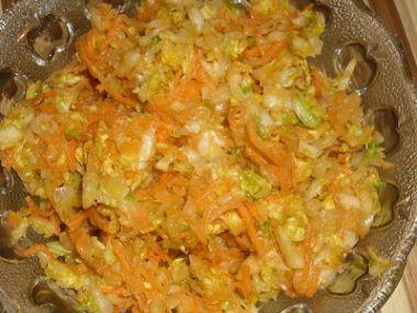 Zelný křenový salát s mrkví a paprikou