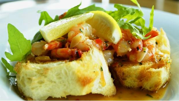 Pikantní krevetová bruschetta
