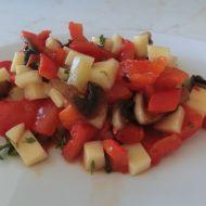 Salát z pečených paprik se žampiony a sýrem recept