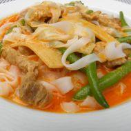 Vepřové kousky s fazolkami na thajském kari recept