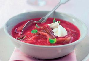 Rebarborová polévka se zakysanou smetanou