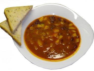 Fazolová polévka s rajčaty