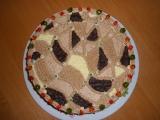 Čokoládový dort s pařížskou šlehačkou a s čokoládovým krémem ...