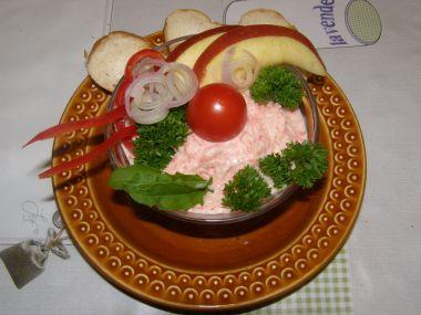 Osvěžující salát á la losos s jablkem.