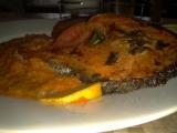 Pečený losos s tomatovou omáčkou a bramborovými placičkami ...