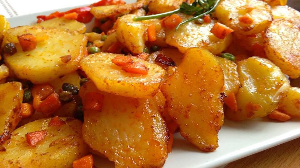 Restované brambory se zeleninou jako příloha recept