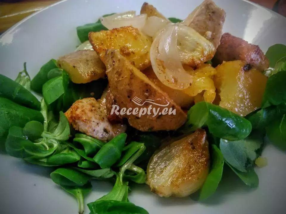 Salát s novými bramborami a modrým sýrem recept  bramborové ...