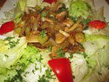 Teplý žampionový salát recept