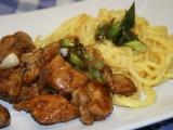 Kuře na pánvi se sezamem a čínskými nudlemi recept