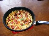 Rychlá večeře z vajec, salámu a knedlíků recept