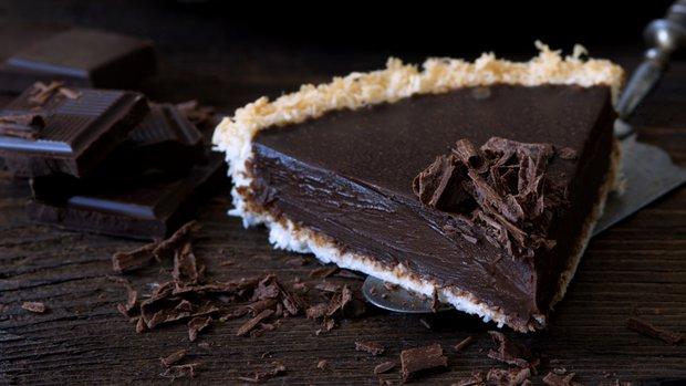 Bezlepkový čokoládový koláč s kokosovou krustou