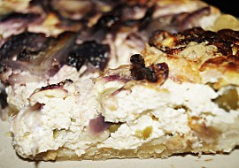 Cibulovo-tvarohový koláč s olivami recept