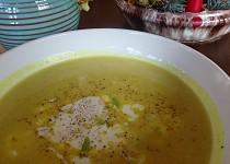 Cuketová polévka s kari recept