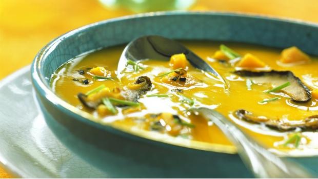 Dýňová kari polévka s šitake houbami