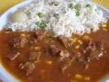 Mexický guláš s hráškovou rýží a uzeným sýrem recept ...
