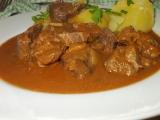 Hovězí líčka s česnekem, paprikami a rozmarýnem recept ...