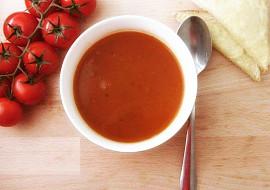 Polévka z pečených rajčat se sýrovým toustem recept