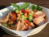Cizrnový salát se zeleninou a tuňákem recept