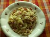 Těstoviny se zelím a salámem..je to šup-šup jídlo recept ...