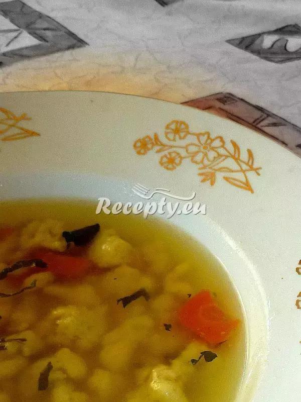 Zeleninový vývar s krupicovými noky recept  polévky