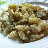 Těstoviny s hráškem v sýrové omáčce recept