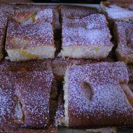 Jemný hrnečkový koláč s ovocem recept