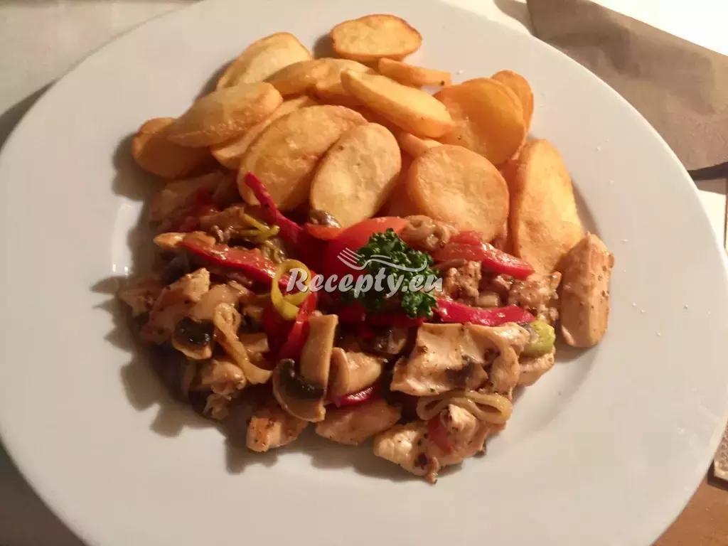 Kuřecí kousky s houbami a paprikou recept  drůbeží maso ...