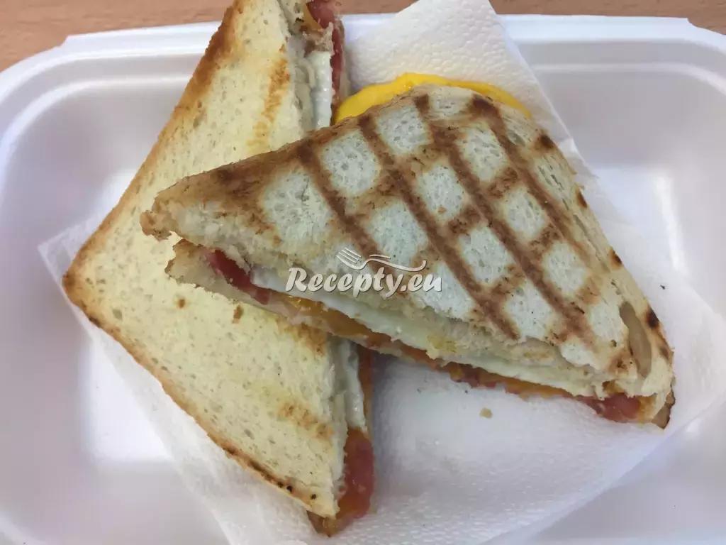Zapékané toasty s vejci a sýrem recept  topinky, toasty, sendviče ...