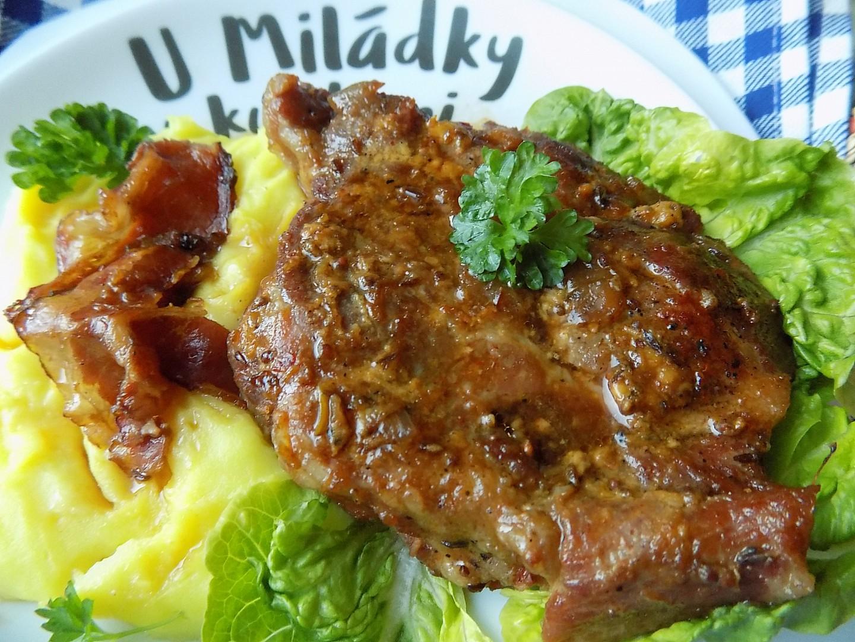 Krkovička na slanině, zázvoru a černém pivu recept