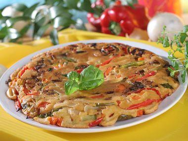 Frutalija (řecká omeleta s bramborami a s klobásou)
