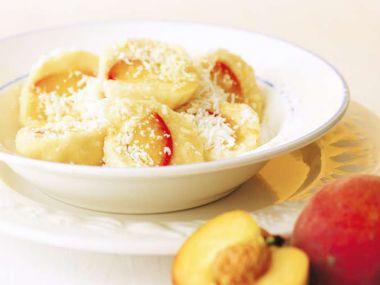 Broskvové knedlíky z tvarohovo-bramborového těsta