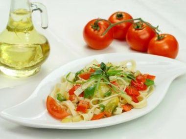 Recept Špagetový salát s mozzarellou