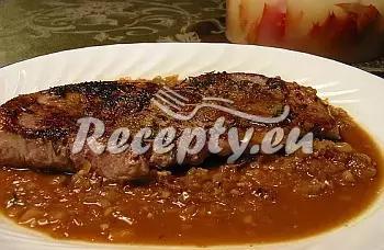 Telecí hřbet s hrozny a broskvemi recept  telecí maso